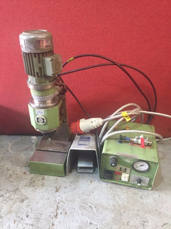 Bracker RN 002 Noiseless Riveting Machine